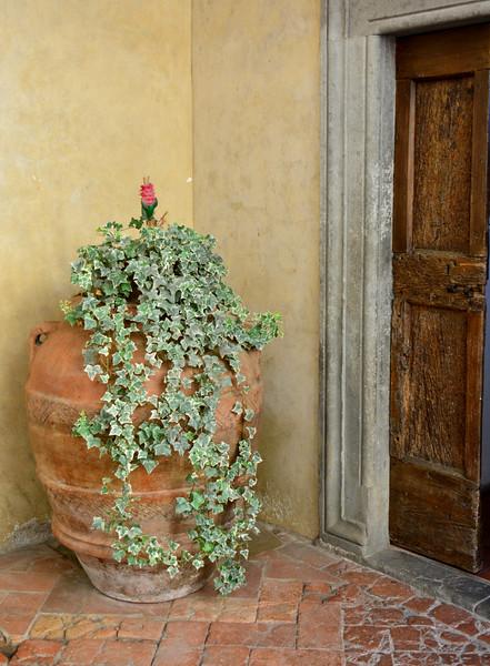 Italy tebbio flower urn door 2.jpg