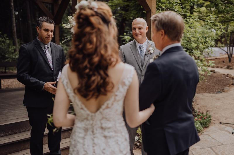 2018-05-12_ROEDER_JulieSeth_Wedding_ROEDER1_0120.jpg