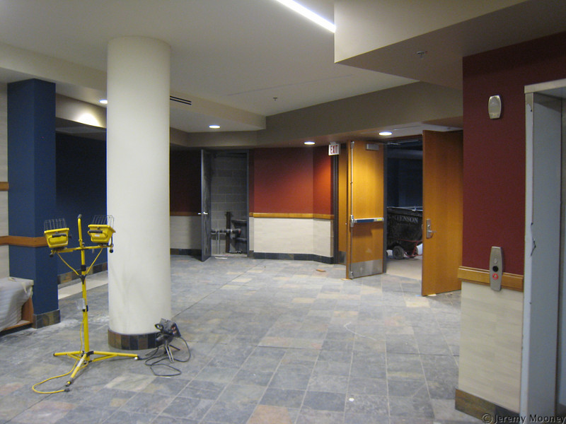 """2nd floor lobby - """"the underground"""" late night venue ahead to the right."""