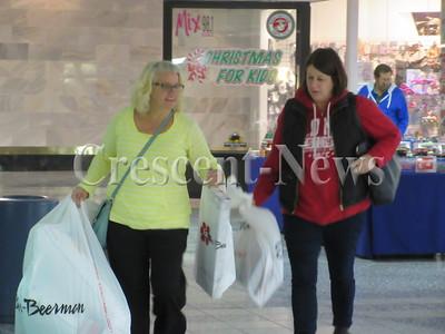 11-26-15 NEWS black friday mall