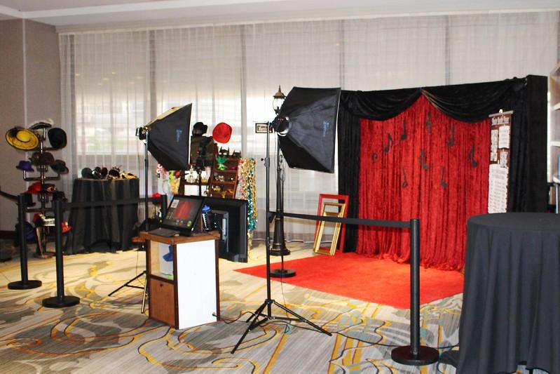 Art Deco Roaring 20's Red Carpet Shoot  https://thelookingglassphotobooths.com/