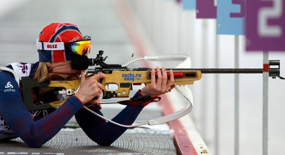 . Norway\'s Tora Berger shoots during the women\'s biathlon 15k individual race, at the 2014 Winter Olympics, Friday, Feb. 14, 2014, in Krasnaya Polyana, Russia. (AP Photo/Lee Jin-man)