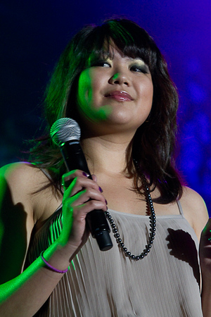 2011 The Sharon Cuneta Concert 1: Opening Act Catherine Pineda Quicho and Megan Pineda
