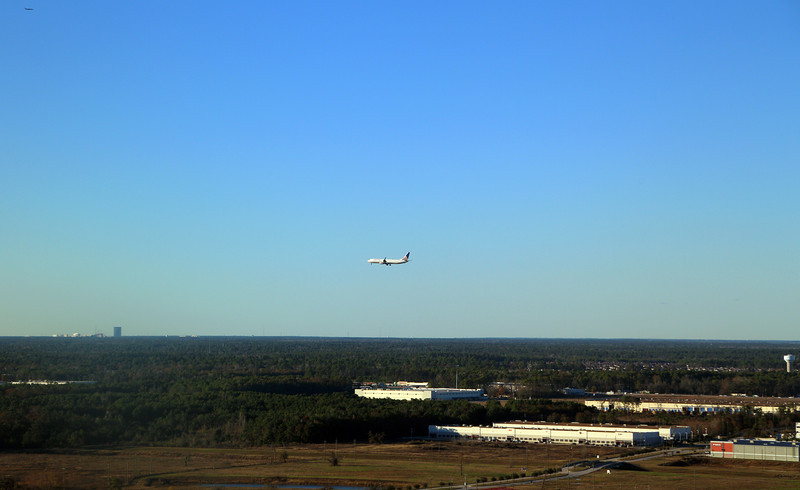 Continental Airlines airplane landing parallel to us.