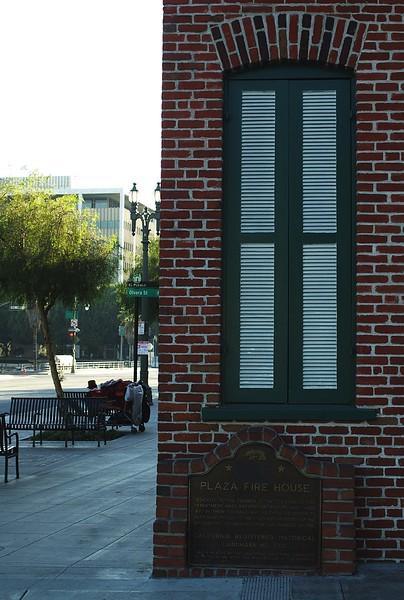Firehouse007-PlaqueAndLAStreet-2006-11-13.jpg