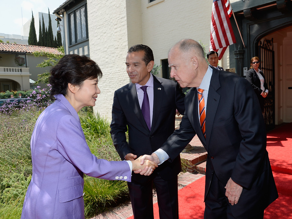. South Korean President Park Geun-hye (L) is greeted by California Governor Jerry Brown (R) and Los Angeles Mayor Antonio Villaraigosa as she arrives for a welcoming luncheon at Getty House on May 9, 2013 in Los Angeles, California.  (Photo by Kevork Djansezian/Getty Images)