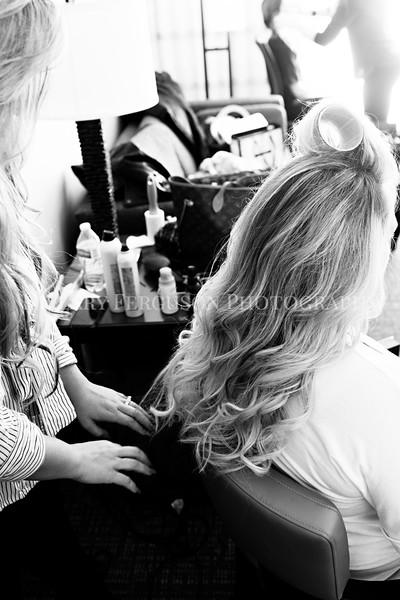 Hillary_Ferguson_Photography_Melinda+Derek_Getting_Ready061.jpg