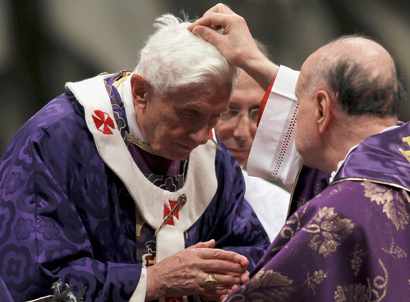 . Pope Benedict XVI is sprinkled with ashes during the Ash Wednesday mass at the Vatican February 13, 2013. Thousands of people are expected to gather in the Vatican for Pope Benedict\'s Ash Wednesday mass, which is expected to be his last before leaving office at the end of February. REUTERS/Alessandro Bianchi