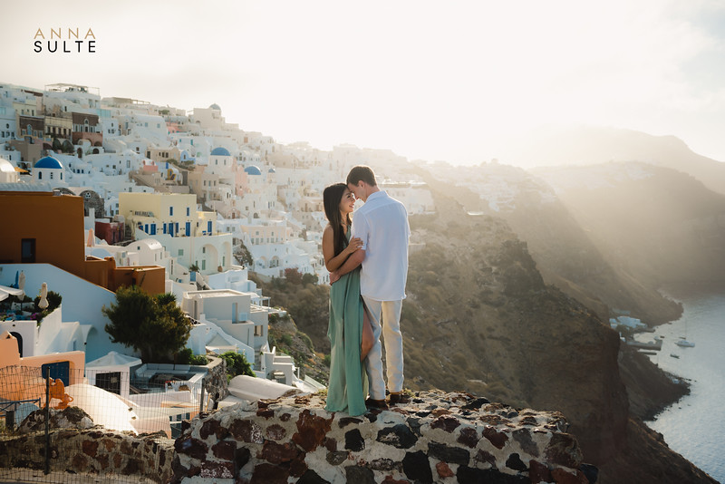 Santorini-Oia-proposal-engagement-shoot-Best-photographer-Anna-Sulte-2.jpg