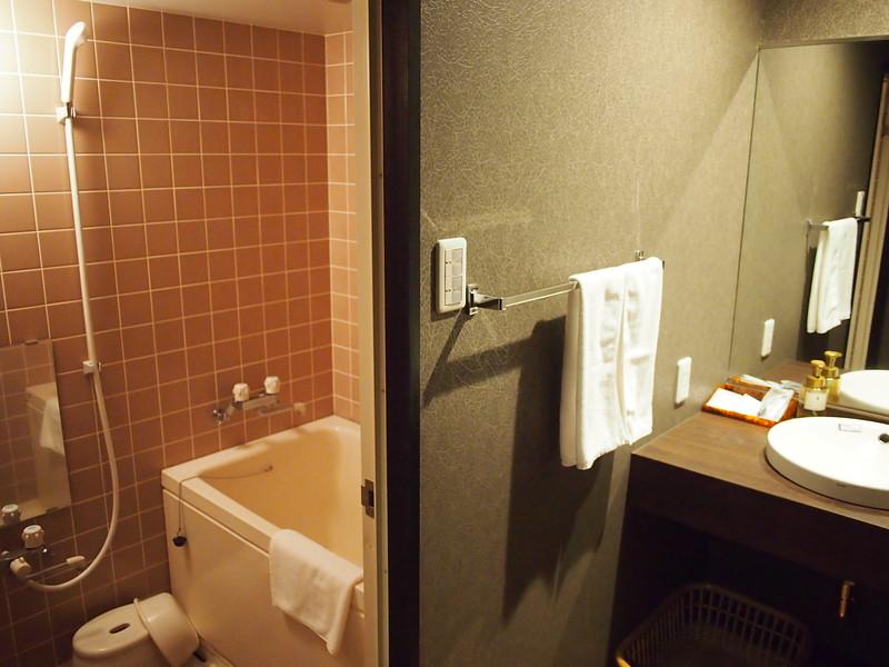 P9297792-oirase-keiryu-hotel-bathroom.JPG