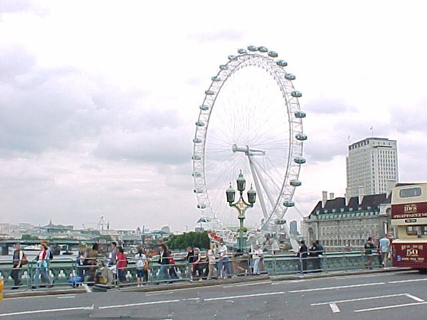 london wheel and bus.jpg