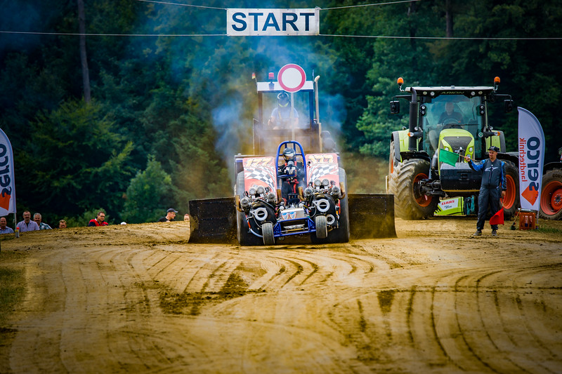 Tractor Pulling 2015-02331.jpg
