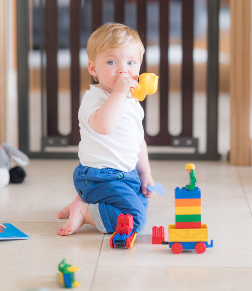 Fred_Stairgates_Pressure_Wooden_Gate_Lifestyle_boy_playing_toy_mouth.jpg