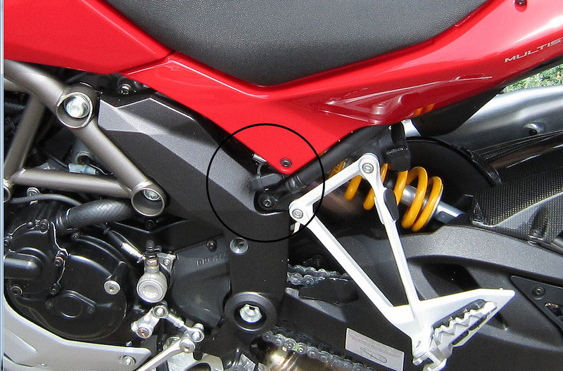 multistrada_1200_optimate_charger_connector.jpg