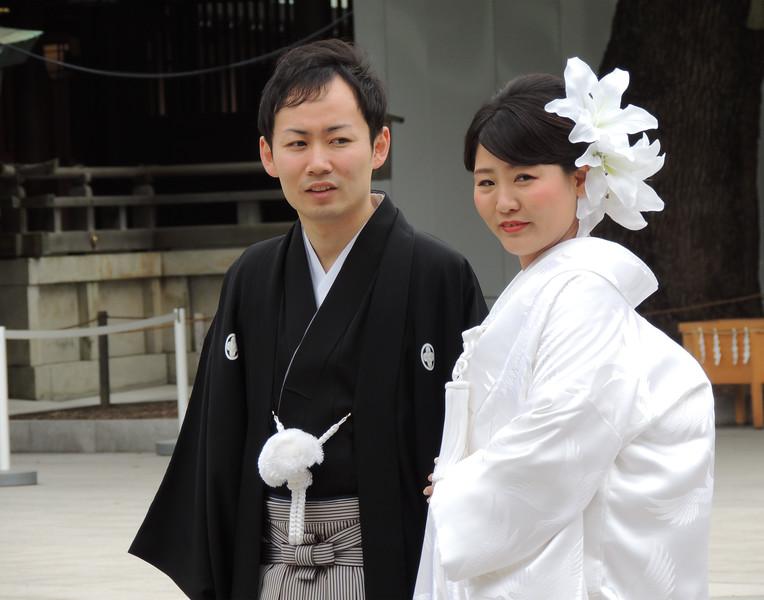 MeijiShrineGroomandBridgeDSCN6335.jpg