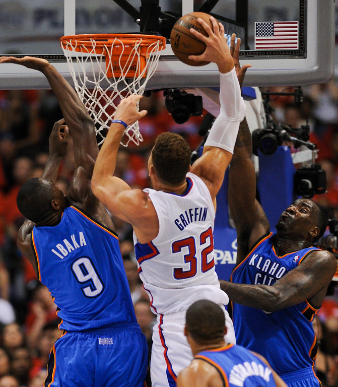 . Clippers\' Blake Griffin tries to dunk on the Thunder\'s Serge Ibaka, left, and Kendrick Perkins. (Photo by Michael Owen Baker/Los Angeles Daily News)