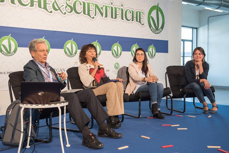 lucca-veganfest-conferenze-e-piazzetta-013.jpg