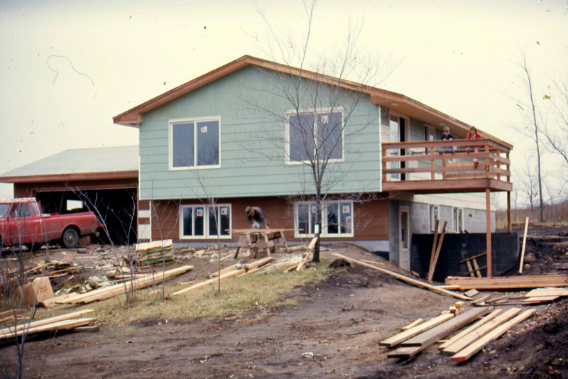1974-10 - Siding carpenter at work