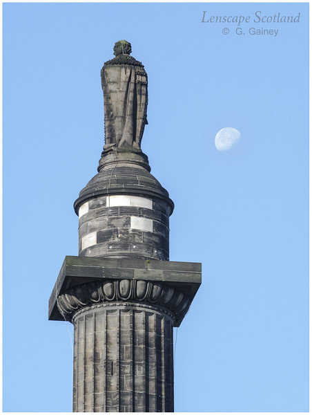 Melville Monument and moon, Saint Andrew Sqaure