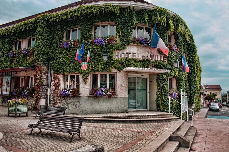 hoteldeville.jpg