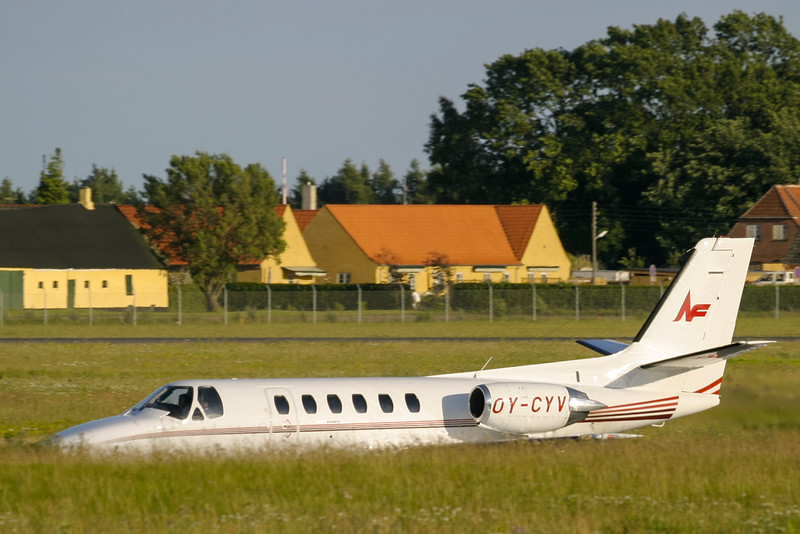 OY-CYV-Cessna550CitationII-NorthFlying-CPH-EKCH-2003-07-09-IMG_8072-DanishAviationPhoto.jpg