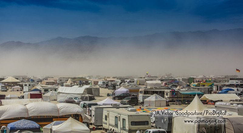 A dust storm rolls in!