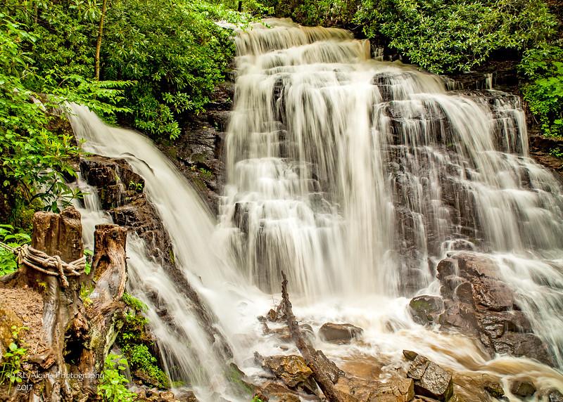 Soco Falls Low 9414.jpg