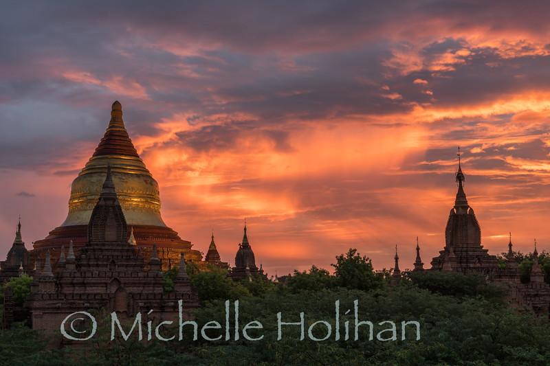 Sunrise at the Dhammayazaka Pagodas in Bagan, Myanmar
