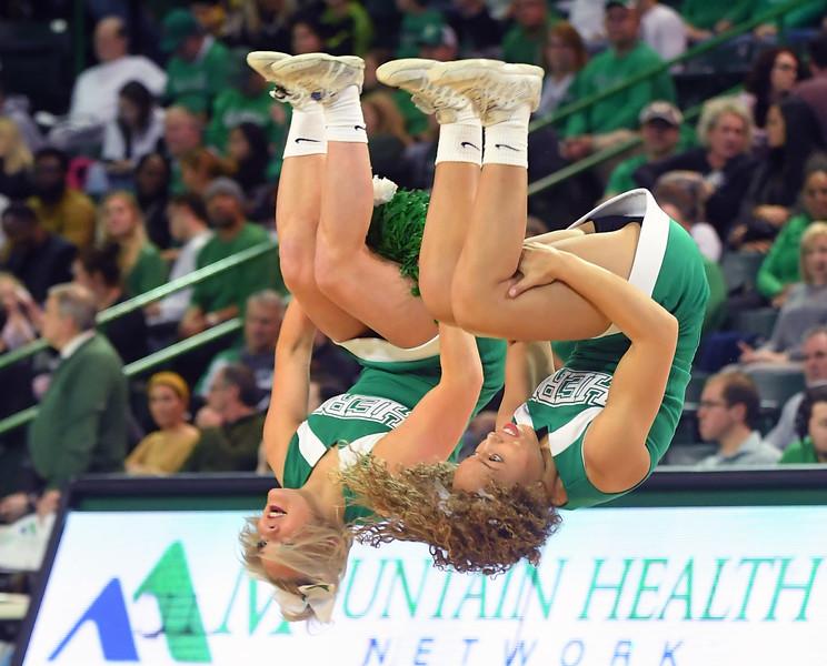 cheerleaders0416.jpg