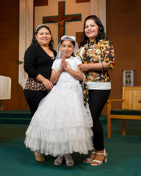 Communion Hispanic-8995-37 8X10.JPG