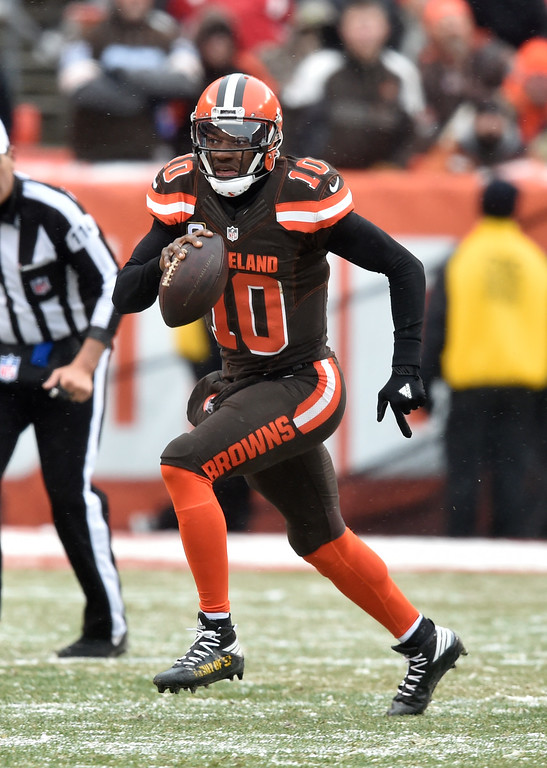 . Cleveland Browns quarterback Robert Griffin III (10) scrambles in the second half of an NFL football game against the Cincinnati Bengals, Sunday, Dec. 11, 2016, in Cleveland. (AP Photo/David Richard)