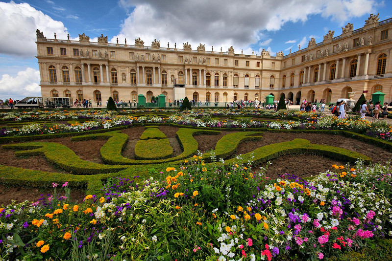 It was a great day for outdoor photos at the Palace. The groomed gardens cover 250 acres.