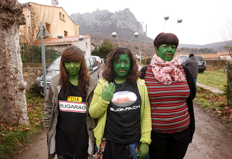 . People dressed as aliens pose for the camera after the time passed 11.11 am, the time the Mayan Apocalypse was supposed to occur in Bugarach village on December 21, 2012 in Bugarach, France. The prophecy of an ancient Mayan calendar claimed that today would see the end of the world, and that Burgarach is the only place on Earth which will be saved from the apocalypse. (Photo by Patrick Aventurier/Getty Images)