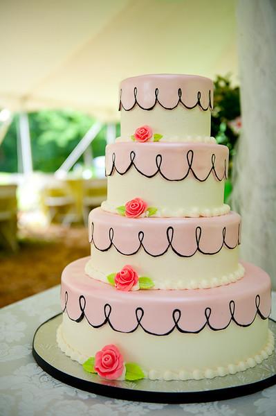 Dakota's Wedding Cake-2.jpg