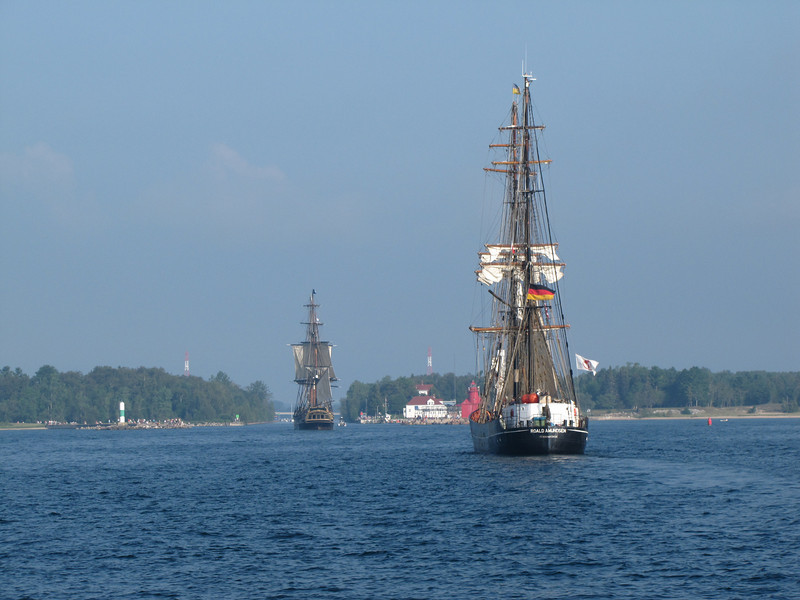 Roald Amundson and Bounty heading into the Sturgeon Bay canal