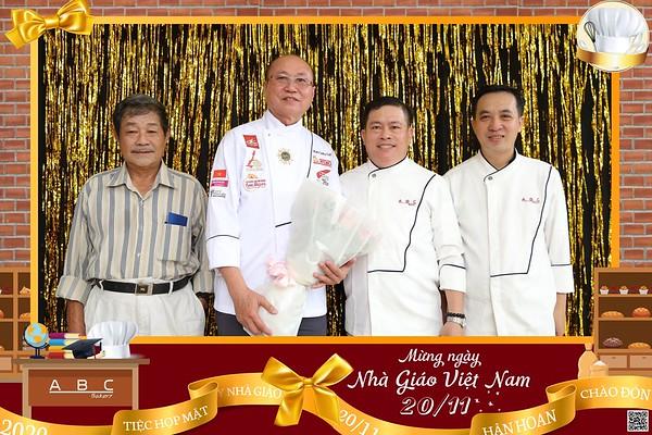 ABC Bakery | Tiệc h�p mặt ngày Nhà giáo Việt Nam 20/11 | Vietnam Teacher's Day 20/11 instant print photo booth in Ho Chi Minh City | Photo Booth Vietnam