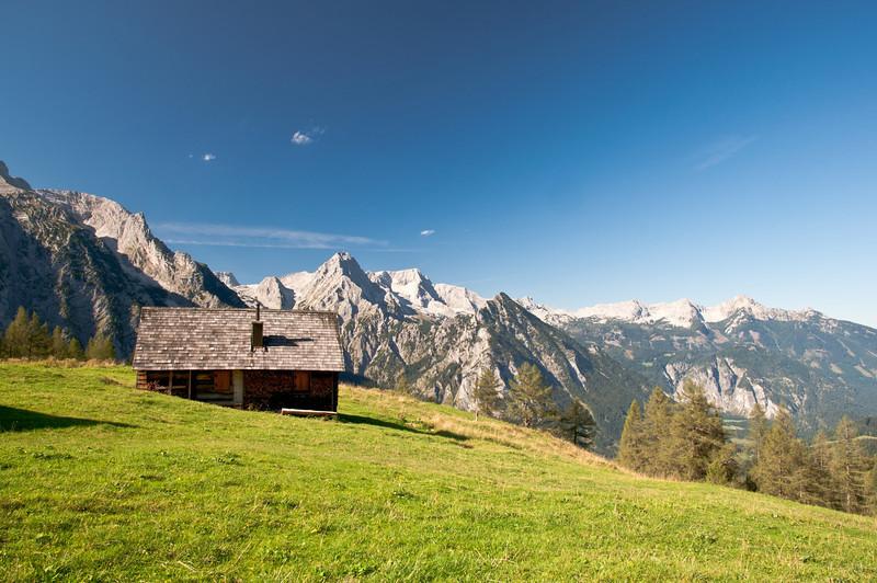 Lögerhütte mit Blick auf Spitzmauer und Gr. Priel