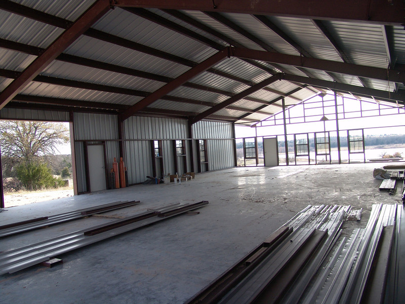 Barn's steel erection