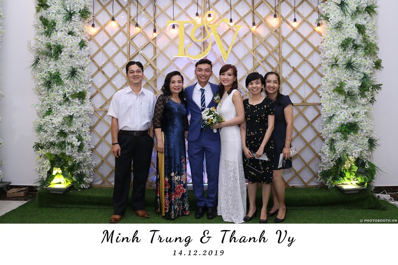 Trung-Vy-wedding-instant-print-photo-booth-Chup-anh-in-hinh-lay-lien-Tiec-cuoi-WefieBox-Photobooth-Vietnam-137.jpg