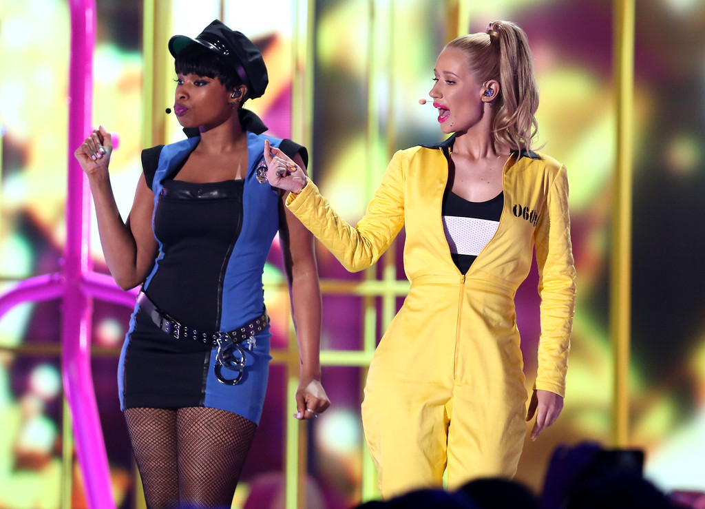 . Jennifer Hudson, left, and Iggy Azalea perform at Nickelodeon\'s 28th annual Kids\' Choice Awards at The Forum on Saturday, March 28, 2015, in Inglewood, Calif. (Photo by Matt Sayles/Invision/AP)