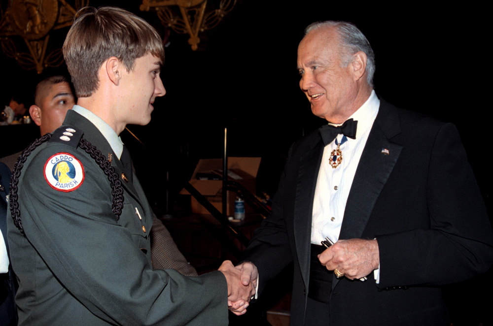 . Retired Army General H. Norman Schwarzkopf shakes the hand of of high school student Jeff Smith prior to being honored by the Congressional Medal of Honor Society with the Patriot\'s Award during the Society\'s annual National Patriot\'s Dinner on September 12, 2002 in Shreveport, Louisiana.  (Photo by Mario Villafuerte/Gettyimages)