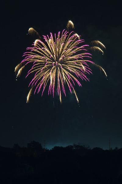 Fireworks_01_JFK_01Aug2015_150-600mm.jpg
