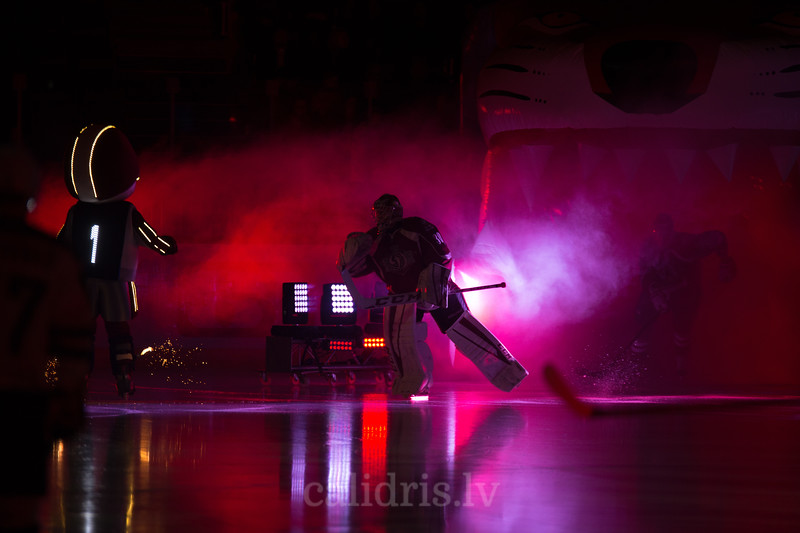 Goalkeeper of Dinamo Riga Joacim Eriksson (30) skates to the ring in the opening ceremony of the game