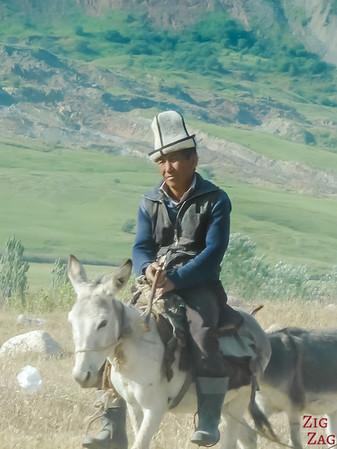 traditional Kyrgyz headpieces 3