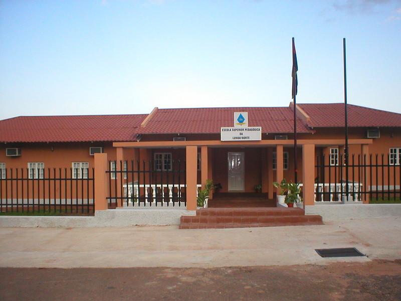 Escola Superior Pedagógica do Dundo