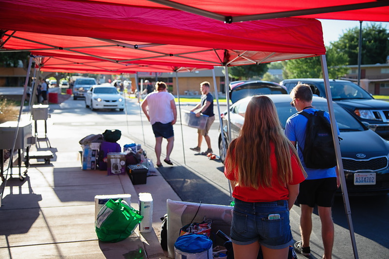 freshman move in day 2019-8952-Edit.jpg
