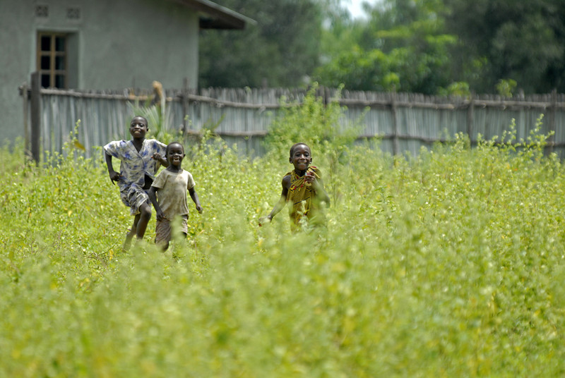 070104 3498 Burundi - Bujumbura - Neighbourhood near Peace Village _E _L ~E ~L.JPG