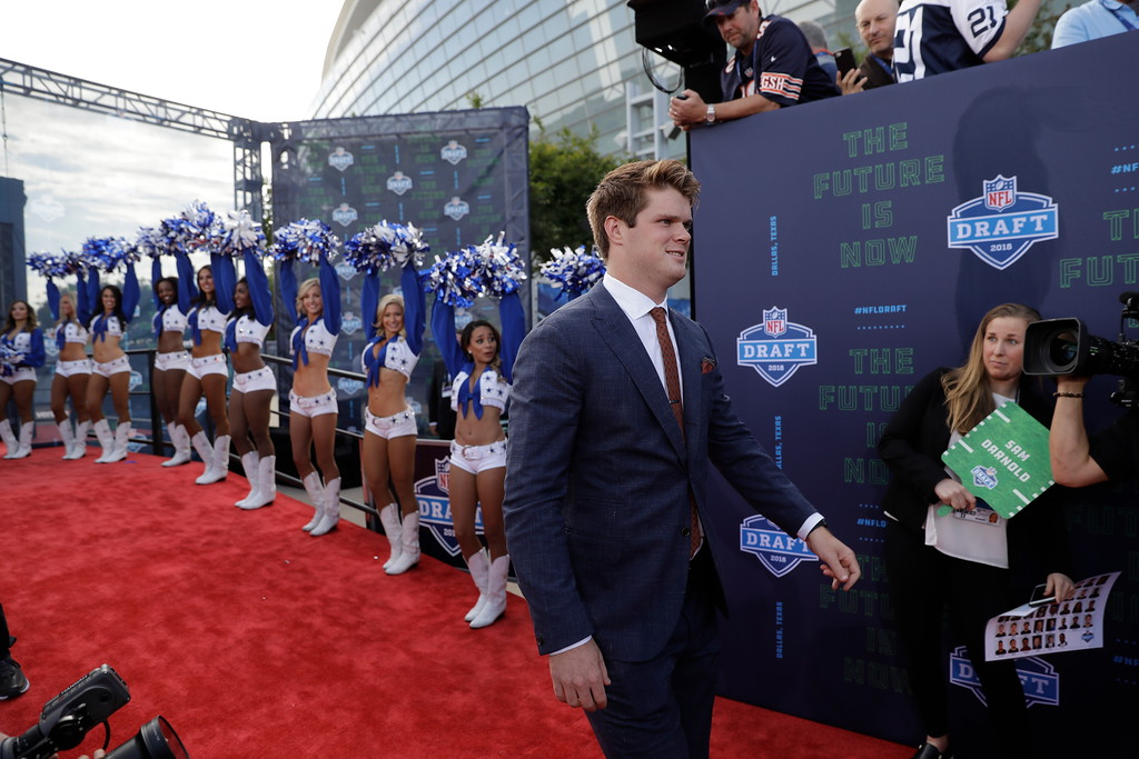 . USC\'s Sam Darnold walks the red carpet before the first round of the NFL football draft, Thursday, April 26, 2018, in Arlington, Texas. (AP Photo/Eric Gay)