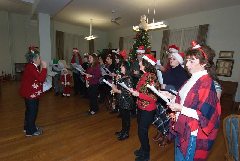 2016-12-14-Community-Christmas-Caroling_003.jpg