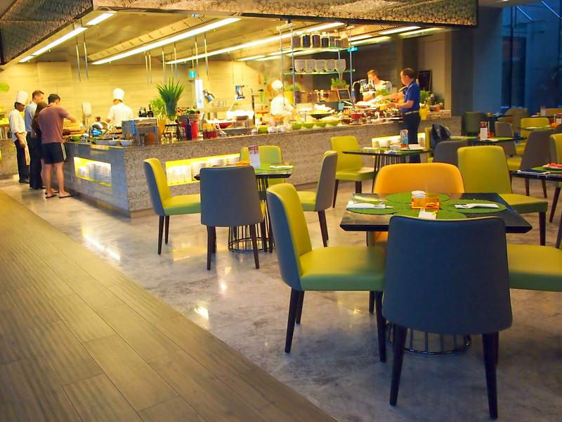 P4115021-breakfast-seats.JPG